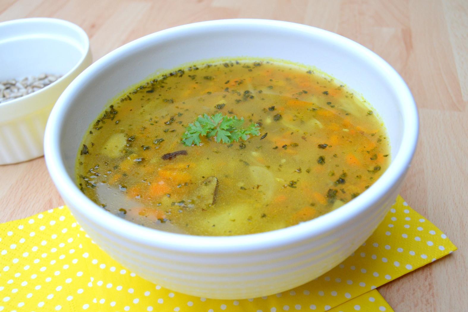 Bramborová polévka s mrkví a hříbky