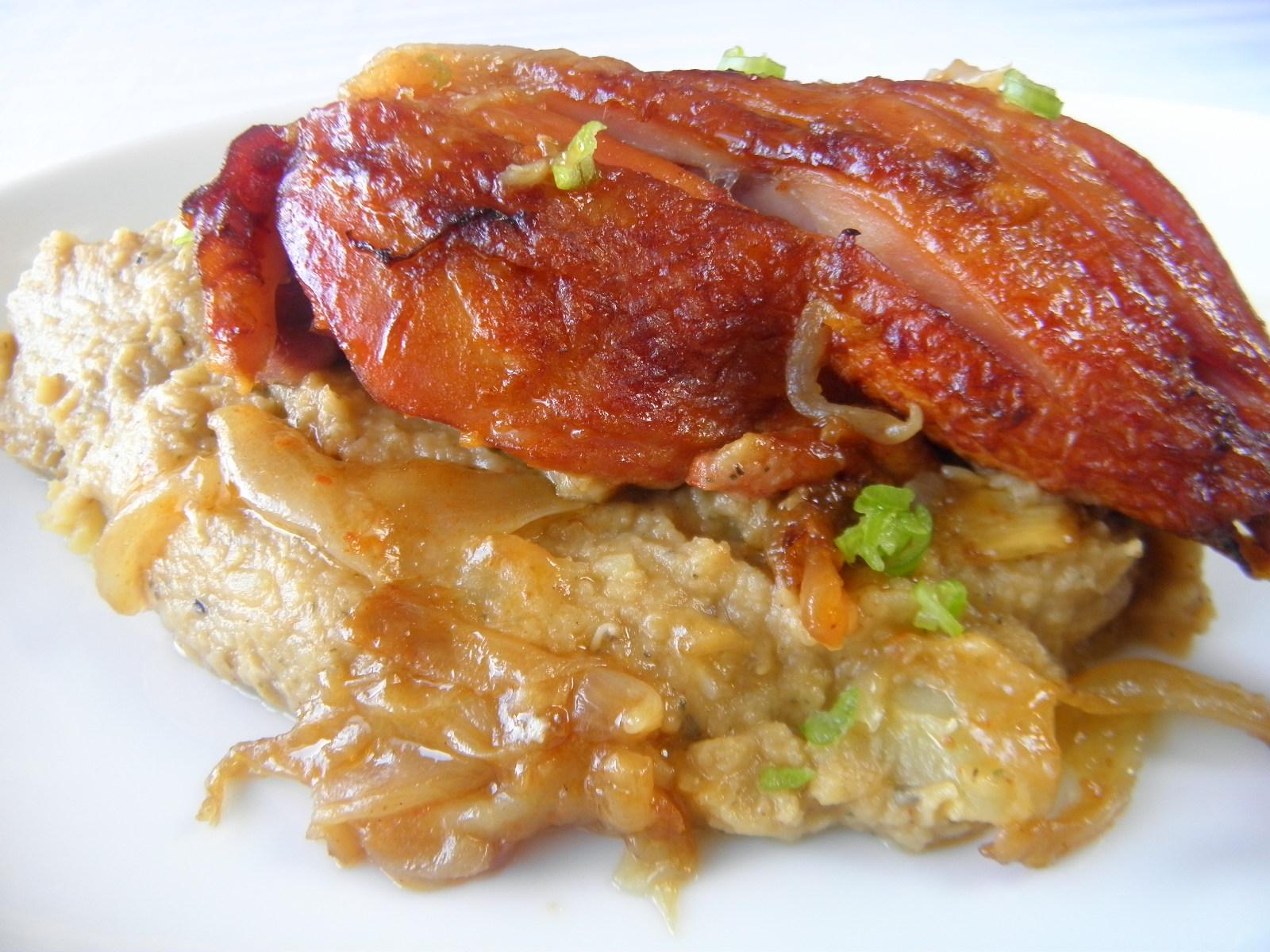 Pečené uzené kuřecí stehno s čočkovým pyré