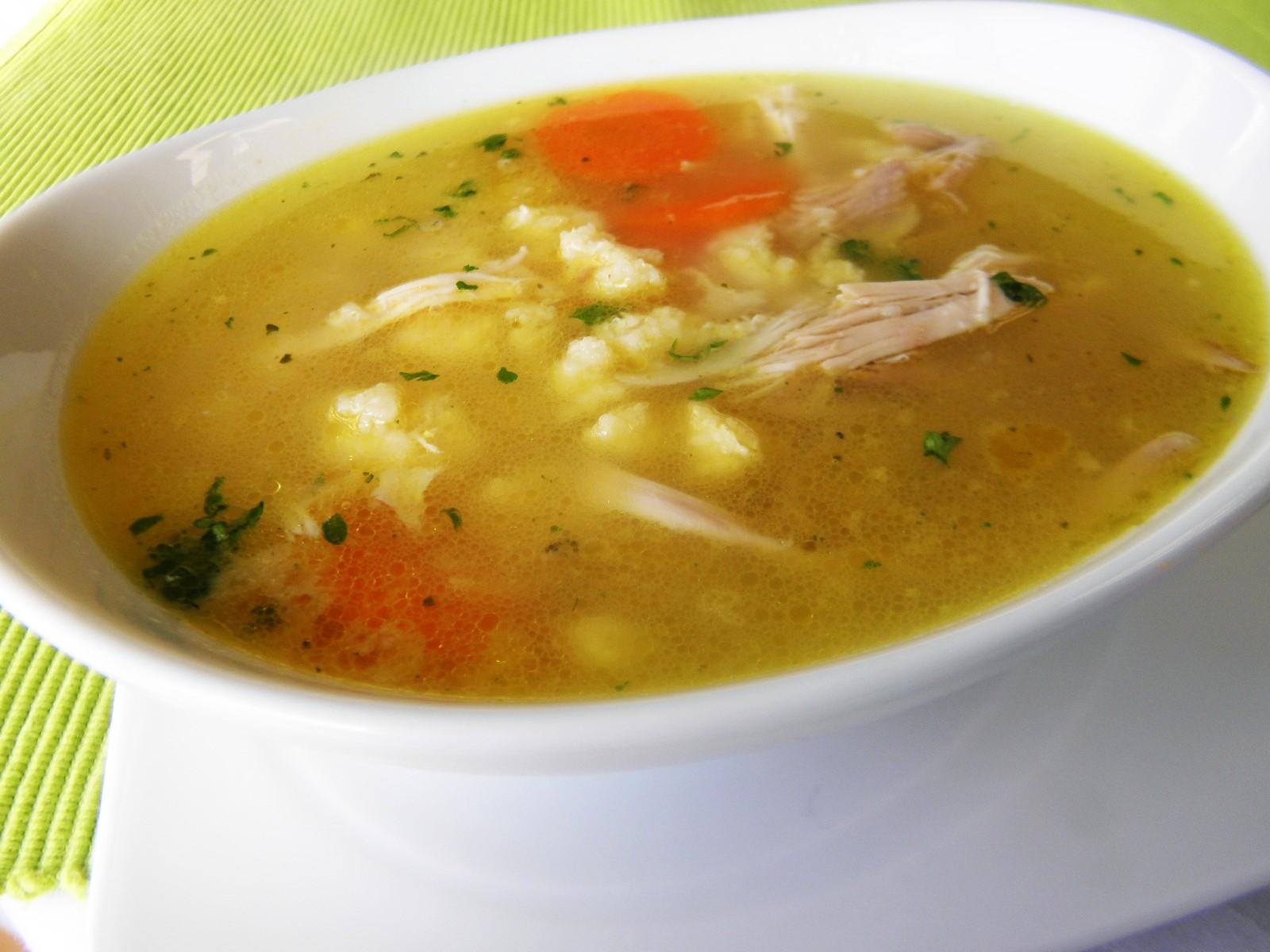 Kuřecí polévka s krupicovou zavářkou