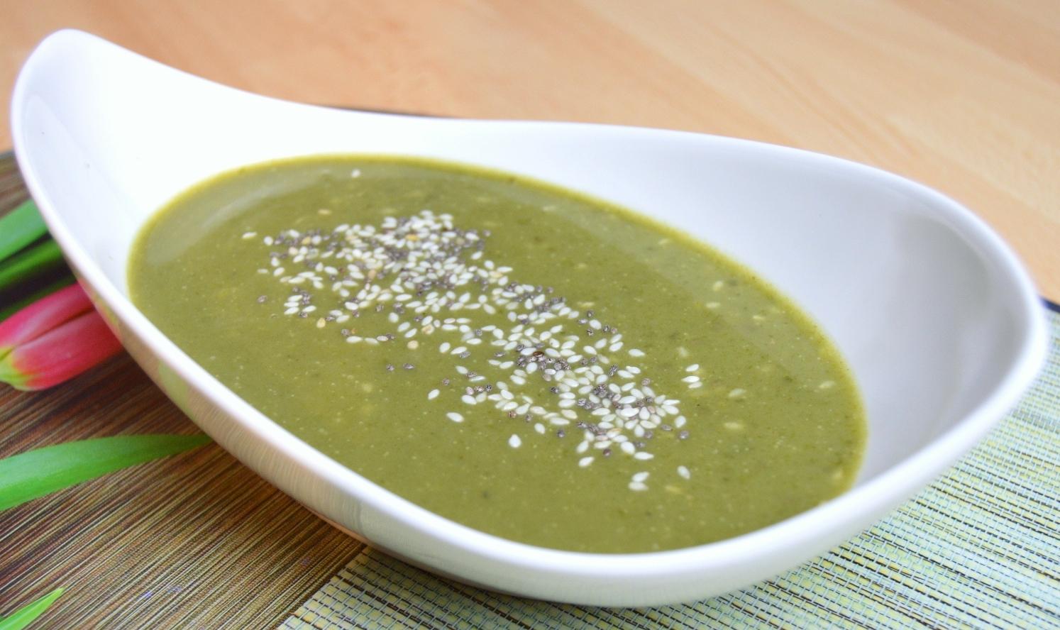 Špenátová polévka se sezamem