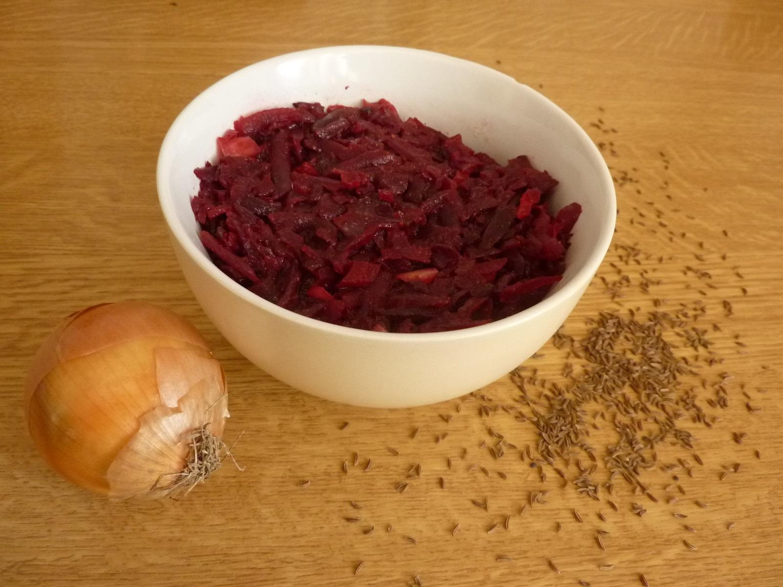 Zdravý  a jednoduchý salát z červené řepy