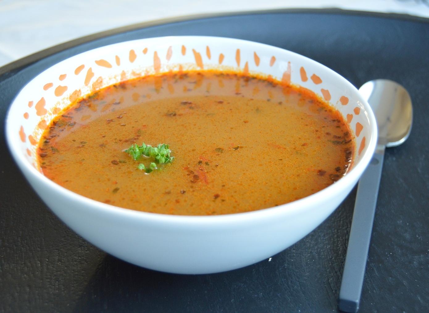 Bramborová polévka s mrkví a hráškem