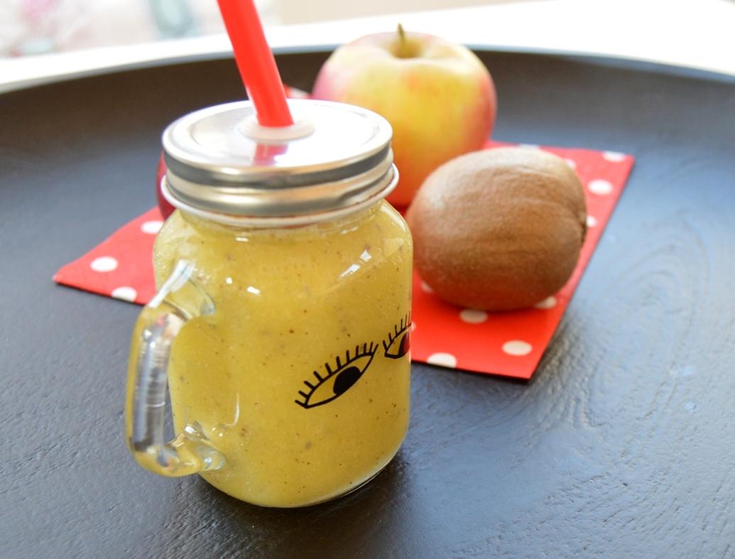 Mango smoothie s kiwi a chia semínky
