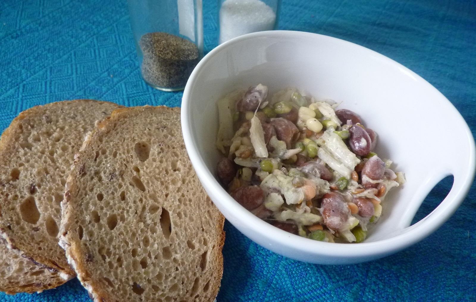Fazolový salát s klíčky a tuňákem