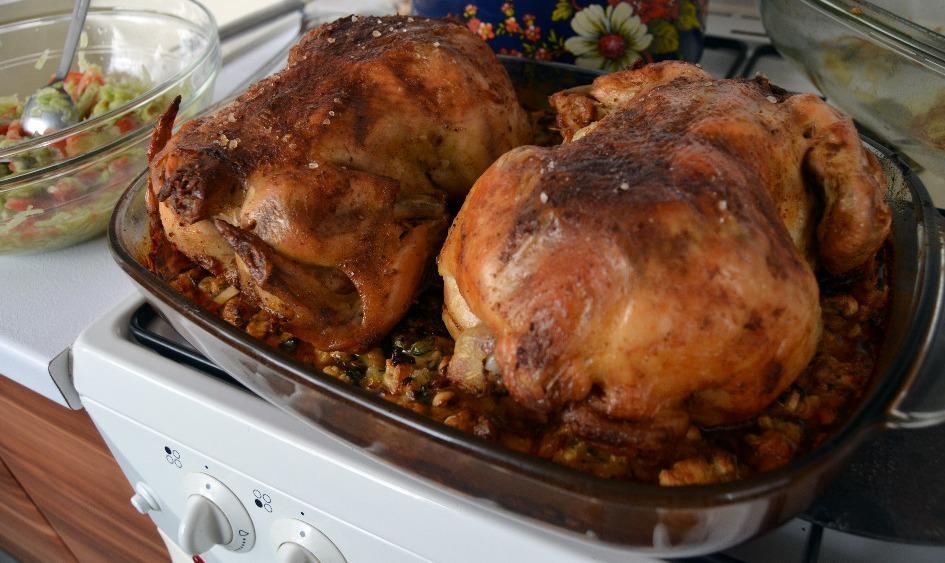 Pečené kuře s bylinkovou nádivkou