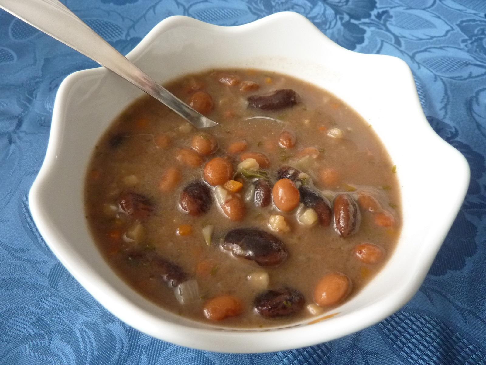 Polévka ze dvou druhů fazolí