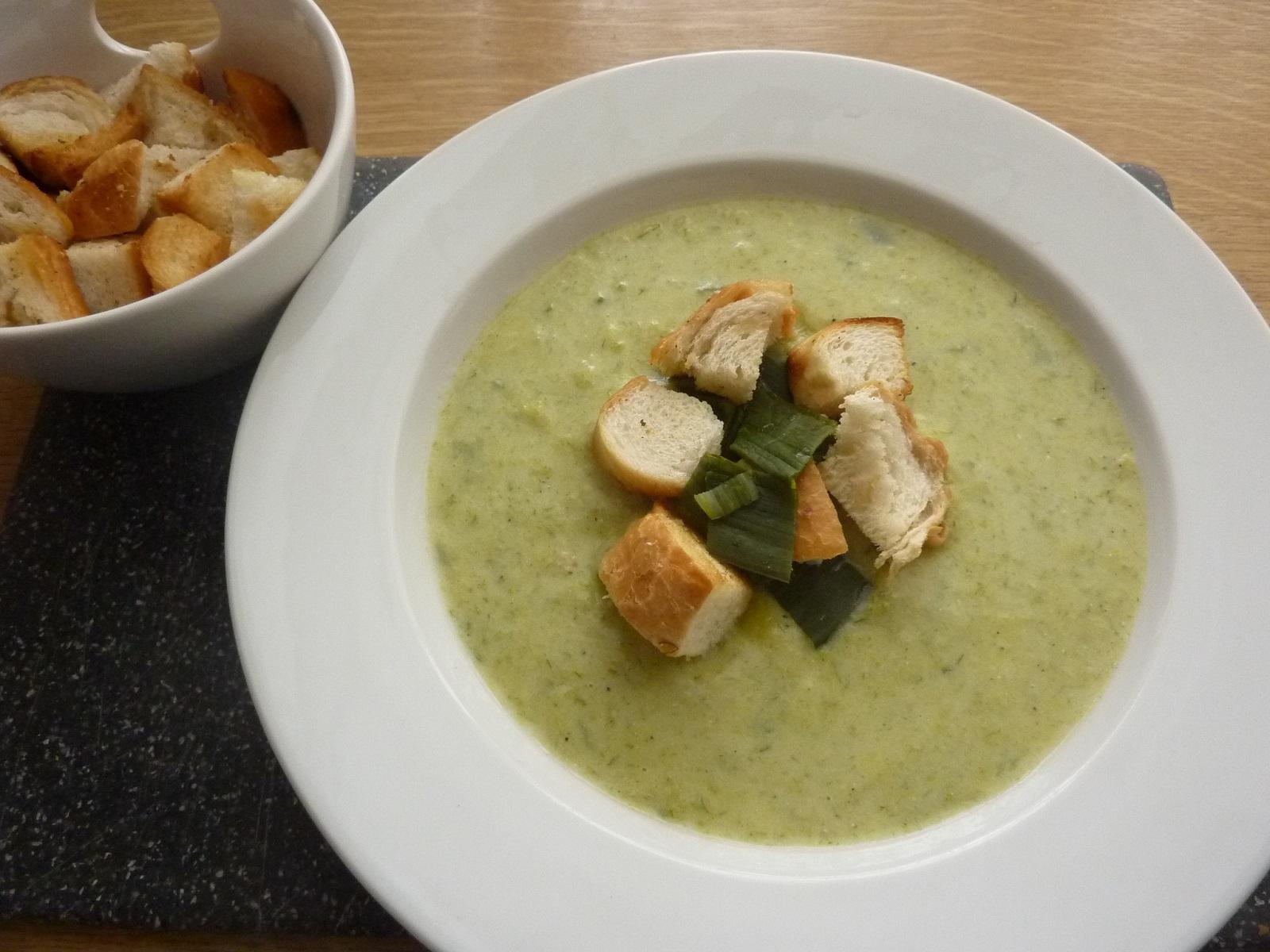 Krémová pórková polévka s krutony