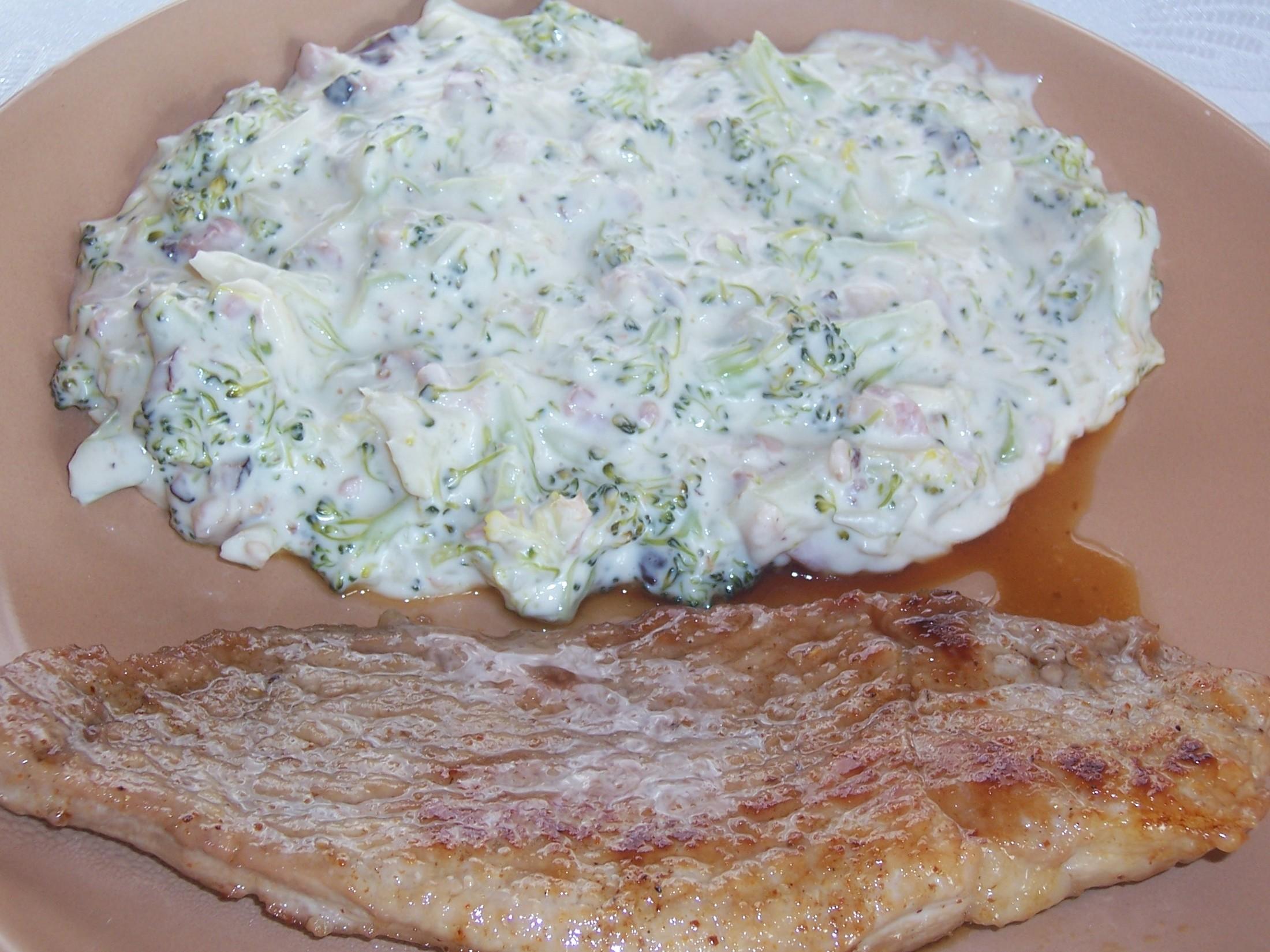 Vepřové plátky s brokolicí v sýrové omáčce