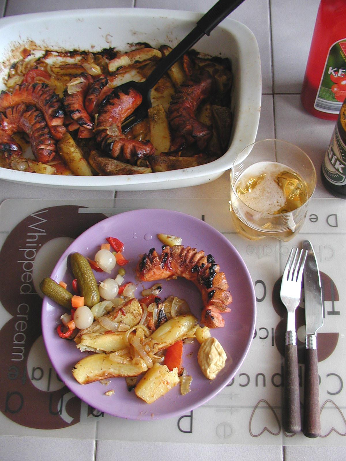 Fotografie receptu: Zapečené párky s brambory a zeleninou