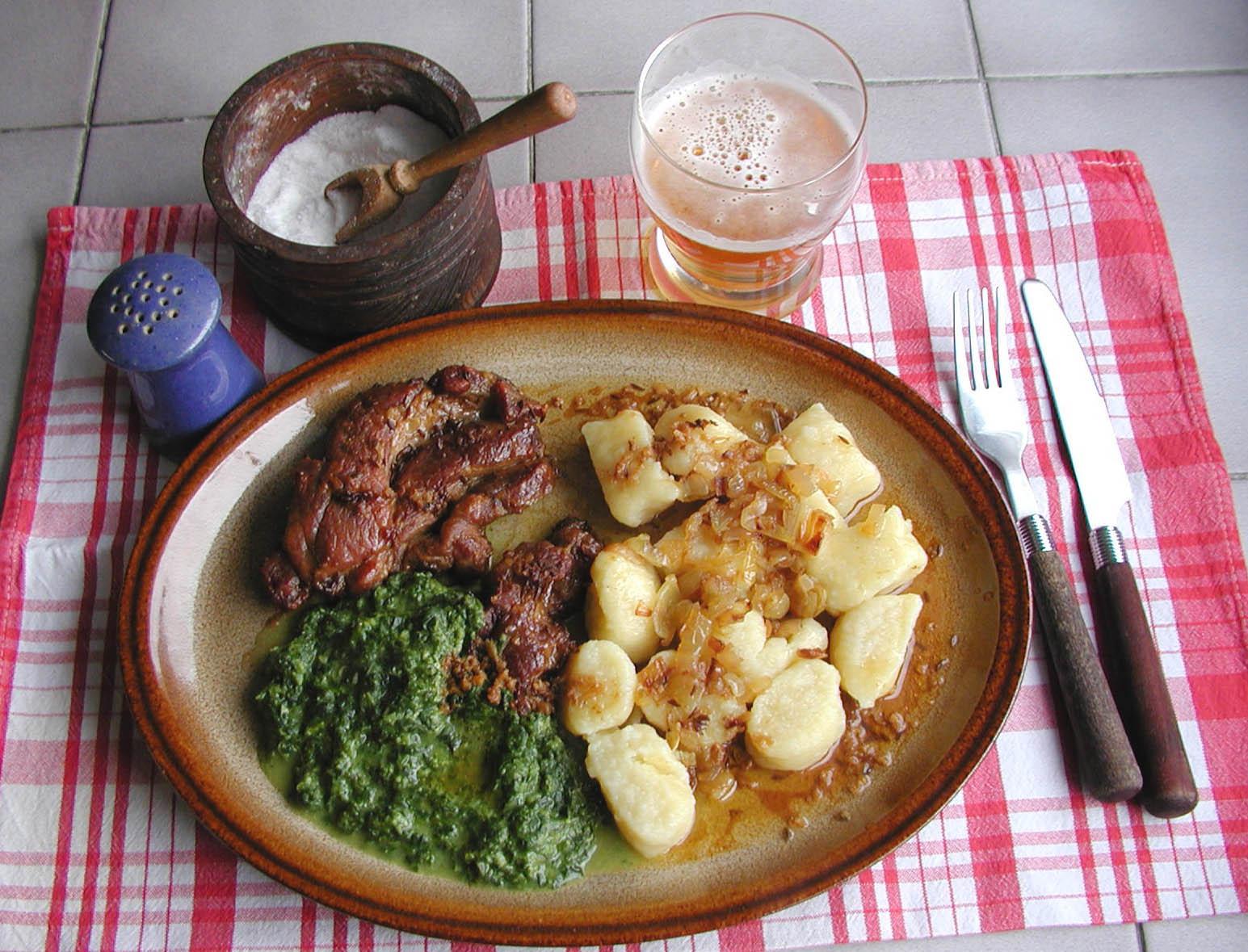 Fotografie receptu: Vepřová krkovice se špenátem a špalíčky