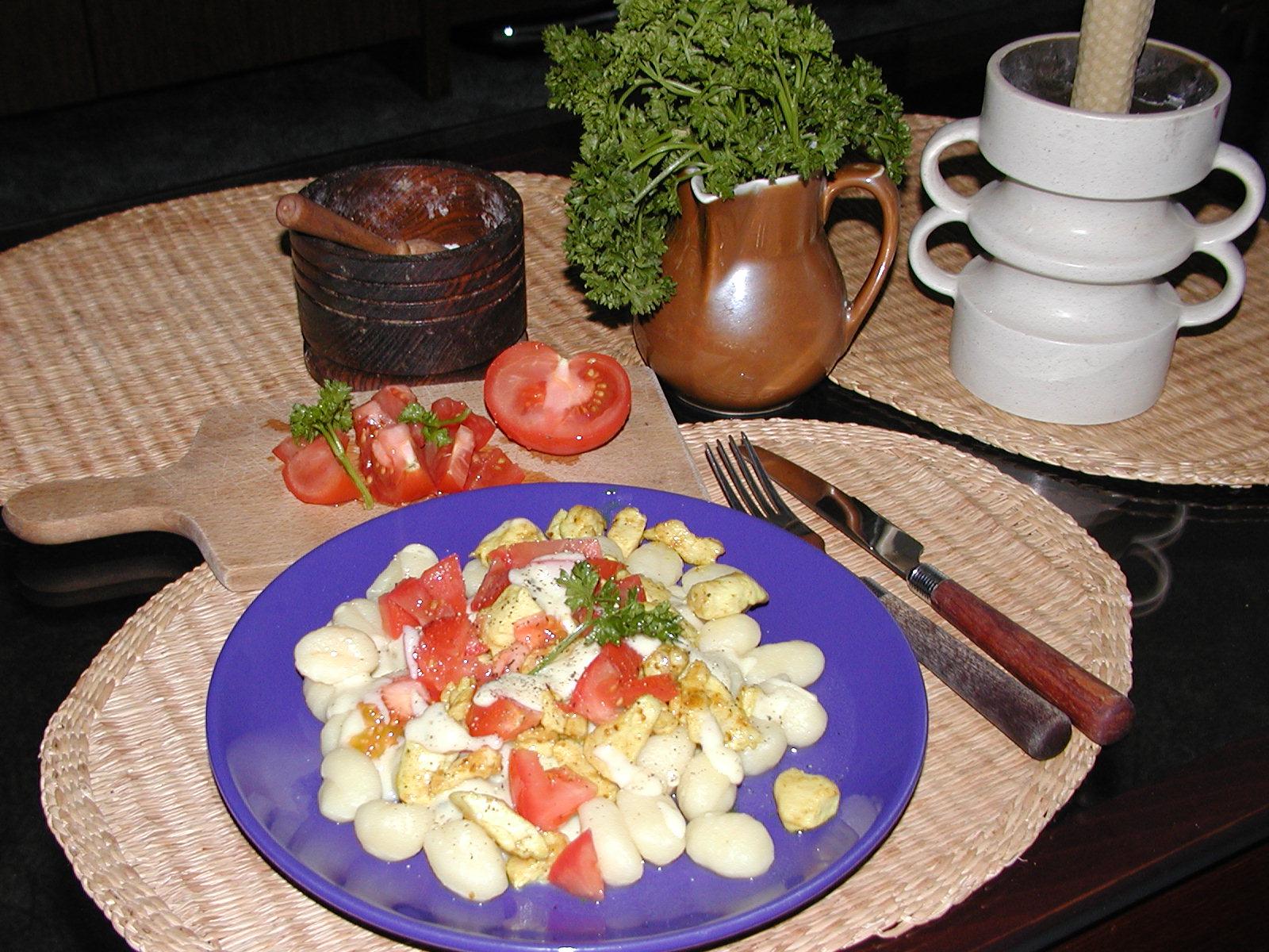 Gnocchi se sýrovou omáčkou a kuřecím masem