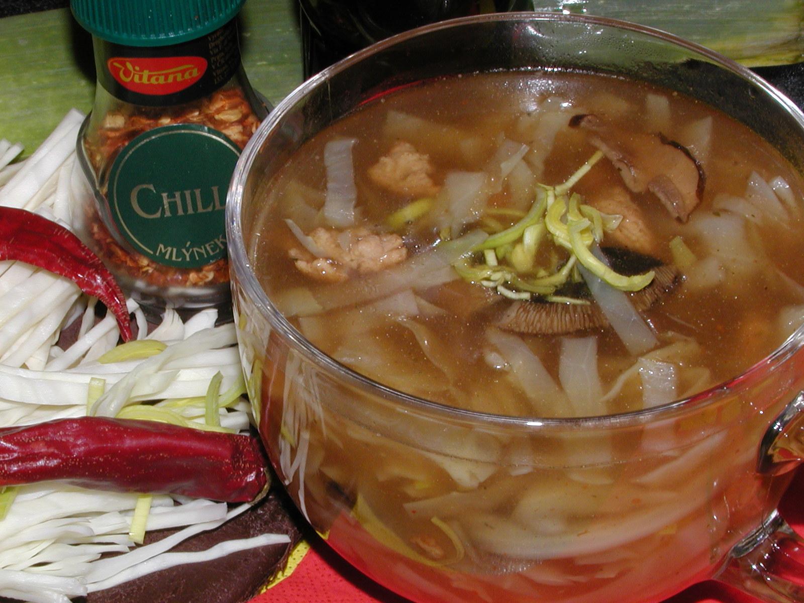 Čínská polévka s houbami