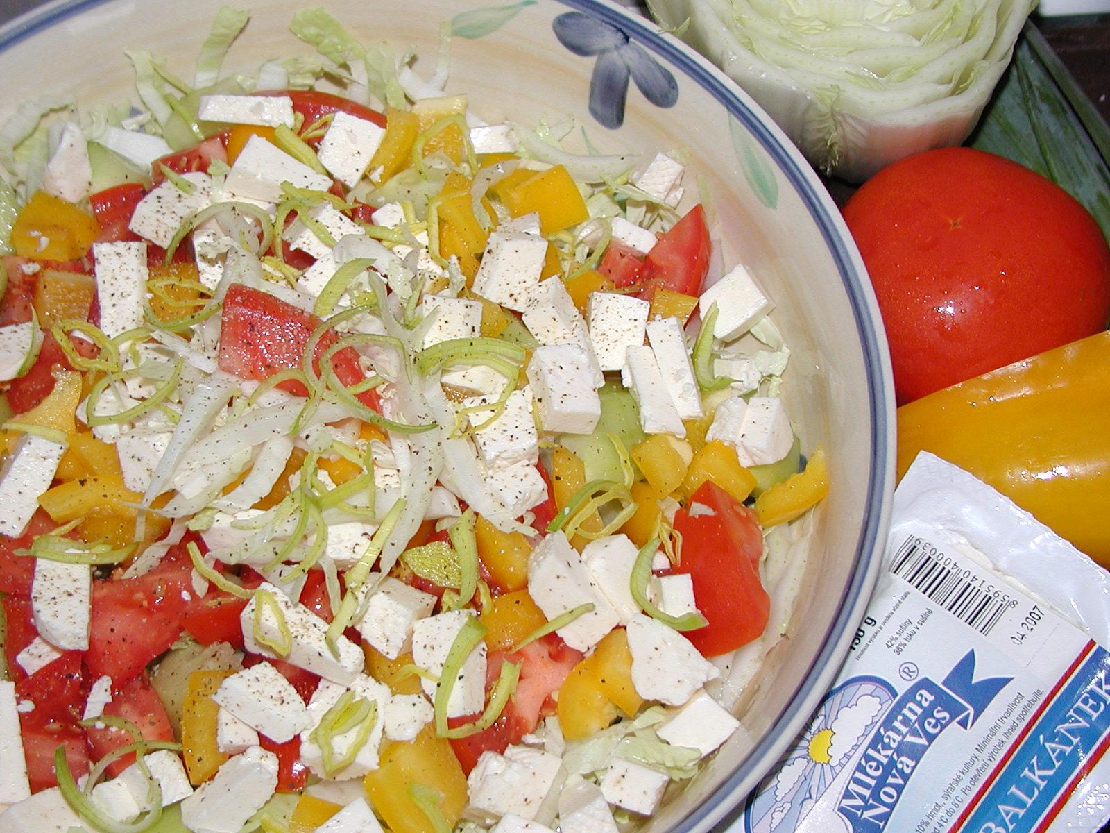 Fotografie receptu: Salát s balkánským sýrem