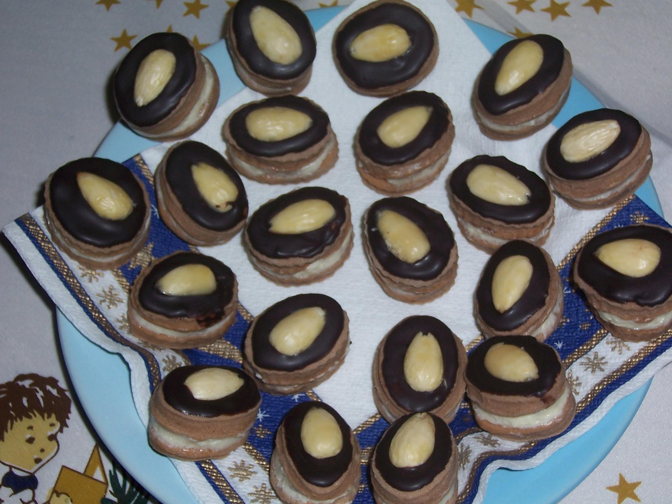 Kakaové cukroví s mandlí