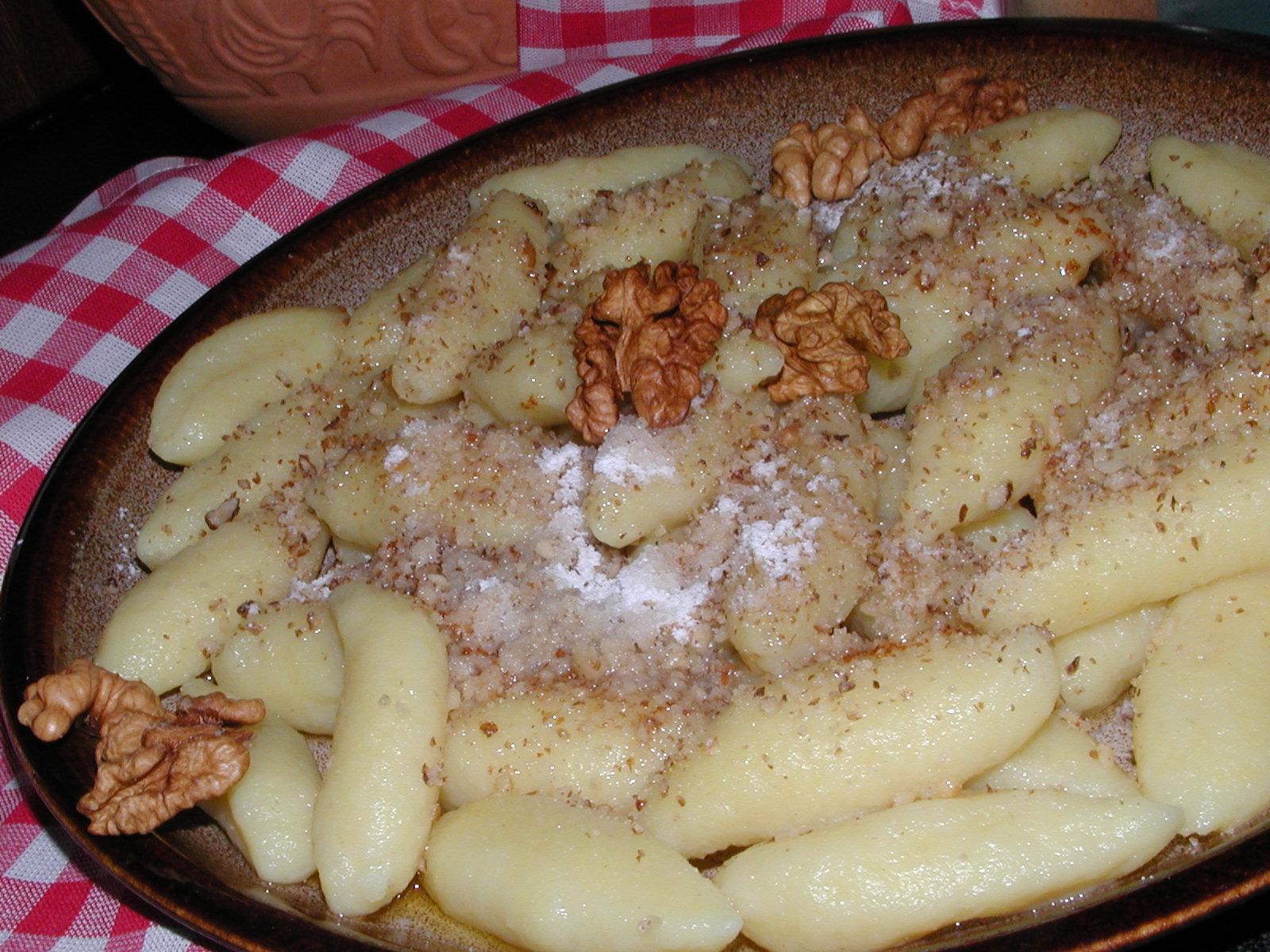 Bramborové šišky s ořechy