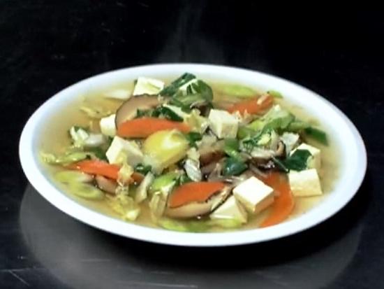 Orientální polévka se zeleninou