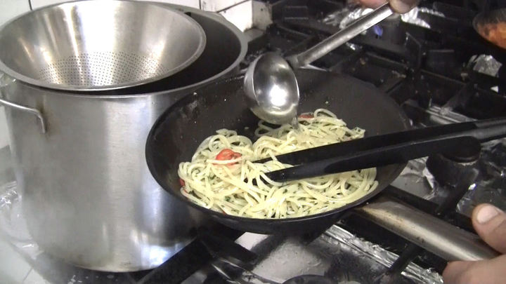 Jak na špagety Aglio Olio e Peperoncino, aby byly al dente