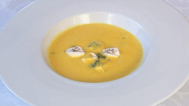 Tradiční podzimní dýňová polévka