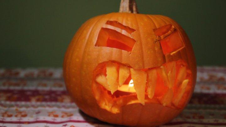 Jak vyrobit halloweenskou dýni